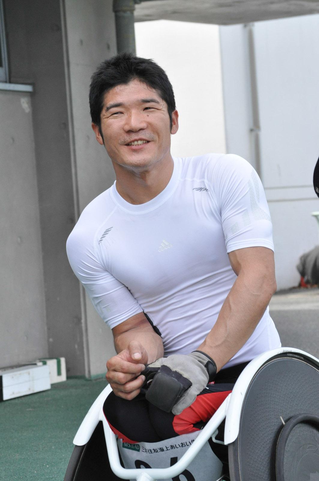 競技後、笑顔で談笑する樋口政幸選手