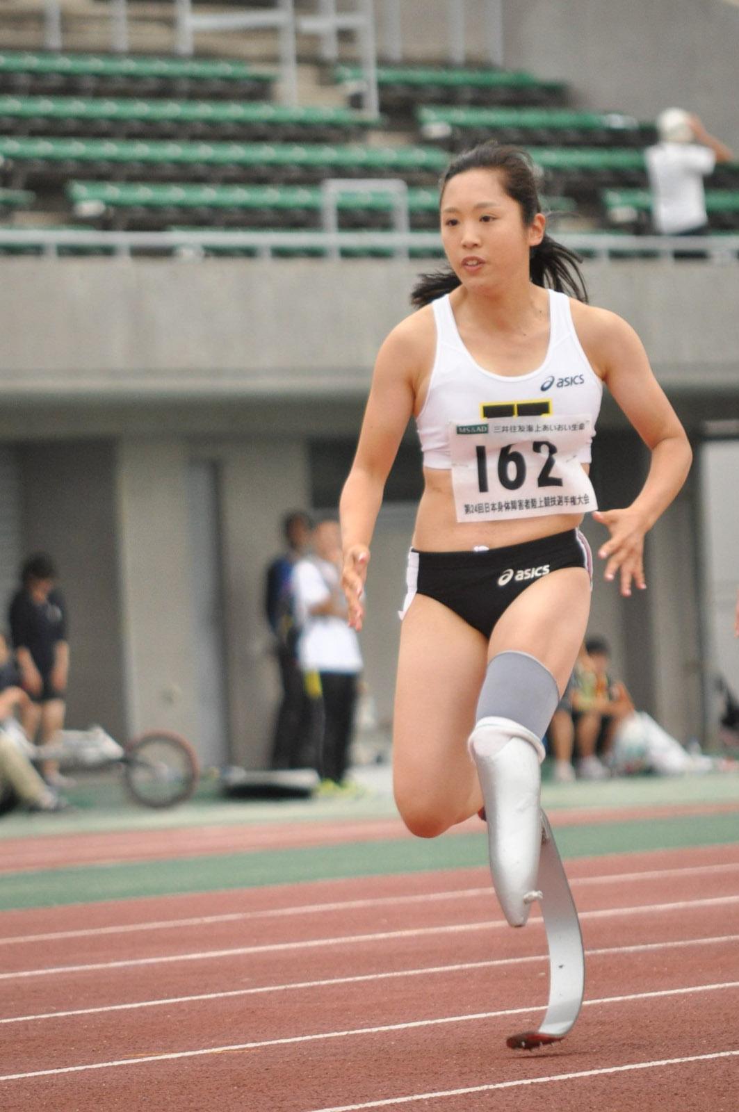 女子100m(T44)を走る 髙桑早生選手