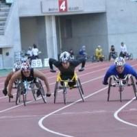 鈴木朋樹選手(右から2番目)