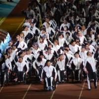 開会式で入場する日本代表選手