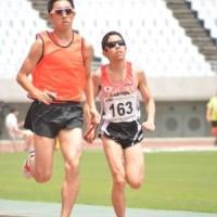 谷口真大選手(T11)とガイドの池澤暁さん(パラ陸上日本選手権大会、2015年7月撮影)