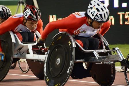 男子(T52)1500m 佐藤選手(右)、上与那原選手(左)