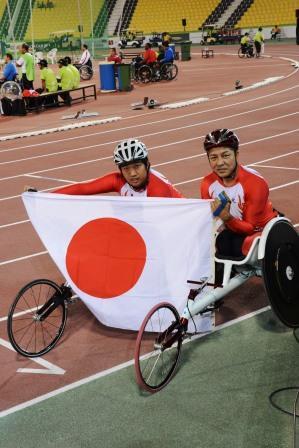 佐藤選手(左)、上与那原選手(右)