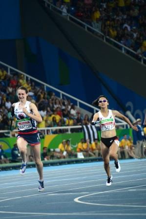 女子(T47)100m決勝 辻沙絵選手(写真右)