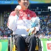 銀メダルを獲得した佐藤友祈選手