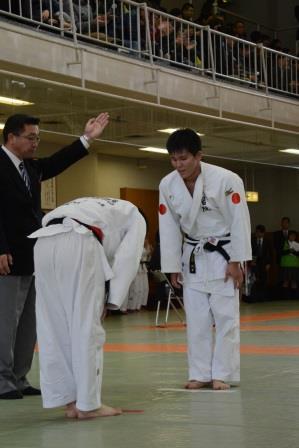 男子73kg 永井選手(右)
