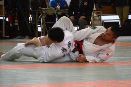男子66kg級 藤本選手(右)