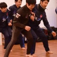 1月の日本代表合宿。9日は室内トレーニングを実施。キャプテンの川村怜選手(右)
