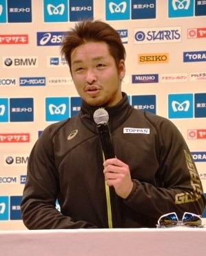 渡辺は、リオパラリンピック日本代表落選の悔しさを改めて語り、東京マラソン2017ではスプリント力を活かせたと話した。