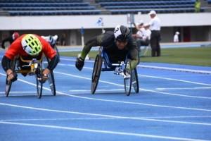 男子T54 200m決勝の西(左)と生馬(右)