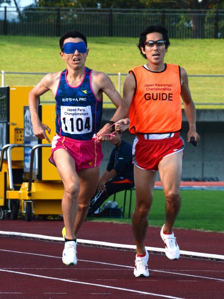 男子800m決勝、和田伸也選手とガイドの村上康則さん