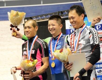 2015年4月、日本パラサイクリング選手権・トラック大会。中央が石井雅史選手。
