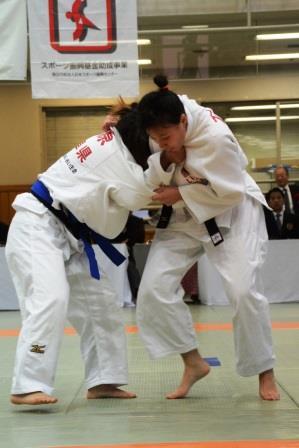 女子52kg級、石井(右)と藤原(左)