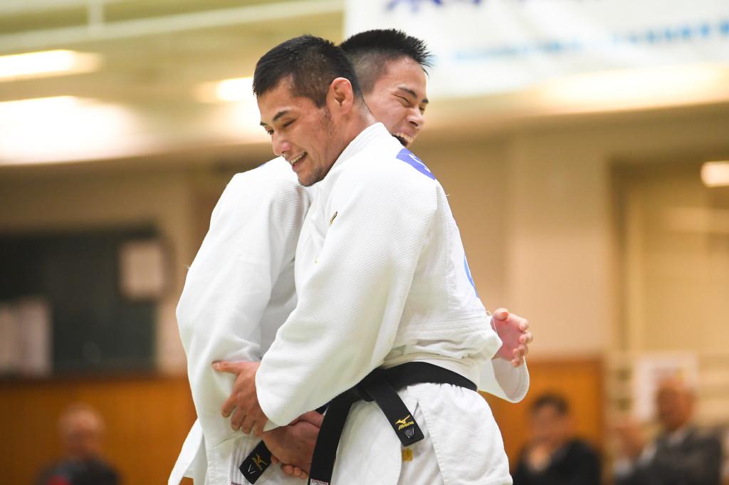 男子66kg級、瀬戸(左)と藤本(右)