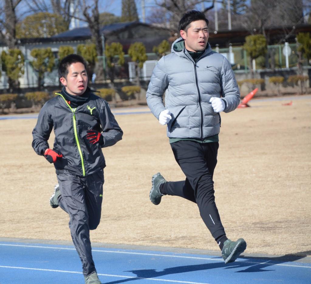 トレーニングをする反町公紀選手(写真左、2019年1月撮影)