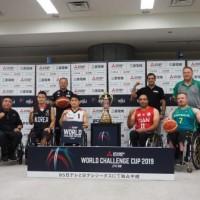 大会を前に会見に臨んだ各国代表選手とコーチ。前列左から、韓国代表キム・ヨンモ アシスタントコーチ、同チョ・スンヒョン キャプテン、日本代表豊島英キャプテン、イラン代表ハキム・マンソリ キャプテン、オーストラリア代表ショーン・ノリス キャプテン、後列左から、日本代表及川晋平ヘッドコーチ、イラン代表マズヤール・ミラジミ ヘッドコーチ、オーストラリア代表クレイグ・フライデイ ヘッドコーチ